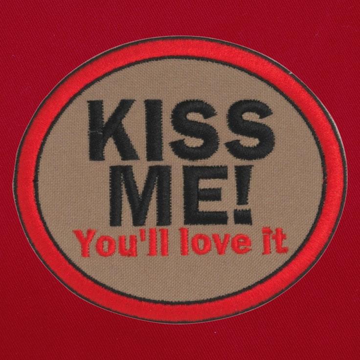 Badge Kiss Me - 11