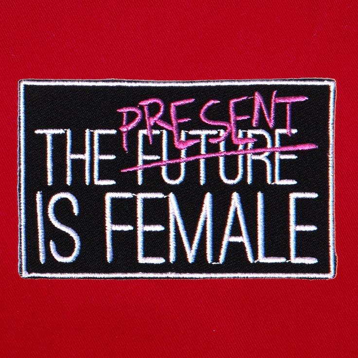 Badge Present Female - 227